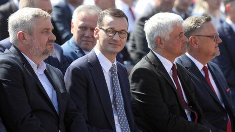 Morawiecki: tysiąc złotych dopłaty do hektara w związku z suszą