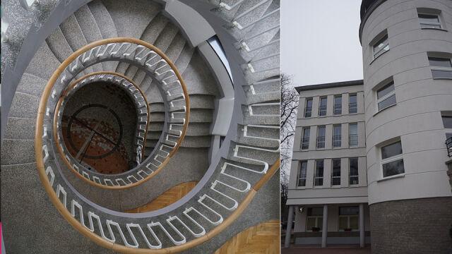Spiralne schody, mozaika, okazały hol. Budynek kolonii zabytkiem