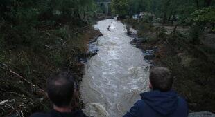 Powodzie błyskawiczne na południu Francji (PAP/EPA/GUILLAUME HORCAJUELO)
