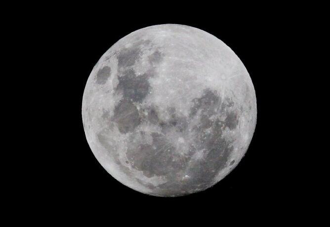 Super Księżyc na Bliskim i Dalekim Wschodzie - PAP/EPA