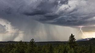 Prognoza pogody na dziś: deszcz w całym kraju, na wschodzie burze