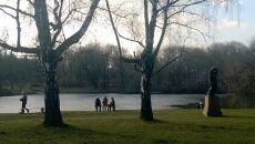 Pogodny dzień w warszawskim Parku Skaryszewskim