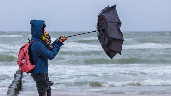 Prognoza pogody na dziś: deszcz, lokalne burze i silny wiatr