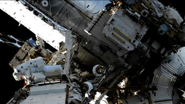 Kobiecy spacer kosmiczny nie doszedł do skutku. W przestrzeń wyszła para mieszana