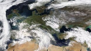 """""""Język kurzu"""" wciska się do Europy. Pył saharyjski dotrze do Polski"""