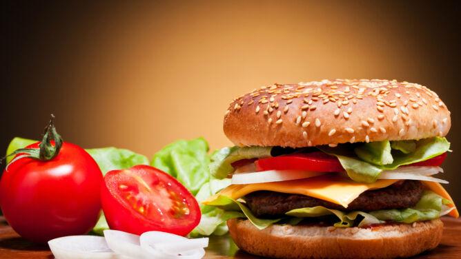 """""""Wysyp chorych związany jest z błędami żywieniowymi"""". Jak ich uniknąć?"""