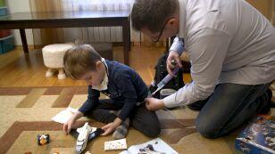 6-letni Tymek połknął granulki do udrażniania rur. Chłopcu można pomóc